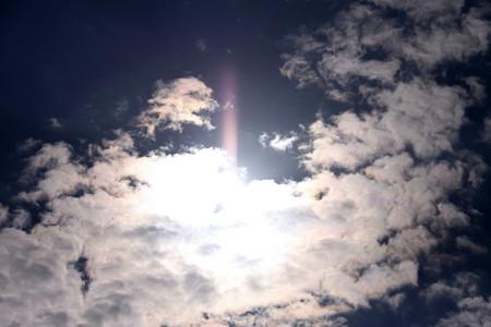 空を見上げれば~~一筋の光