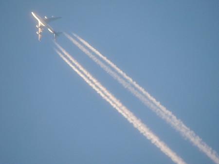 何時まで見られるのか?ジャンボの飛行機雲