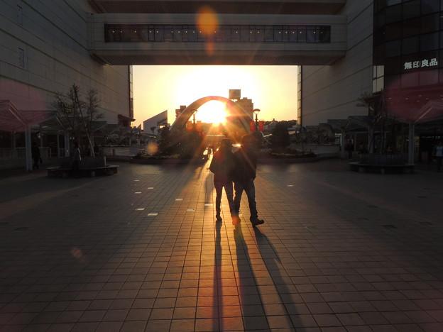 ペデストリアンデッキの夕陽