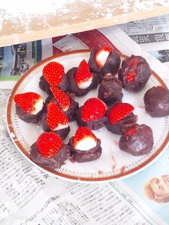 イチゴ大福(あんこにイチゴを半分に切り載せる)