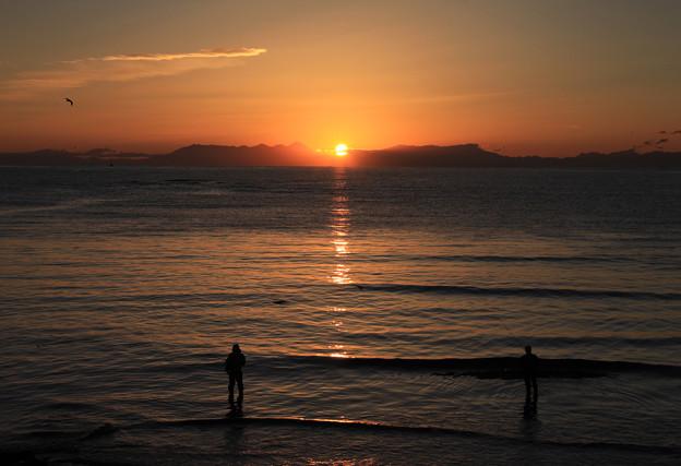 写真: 知床から陽が昇る