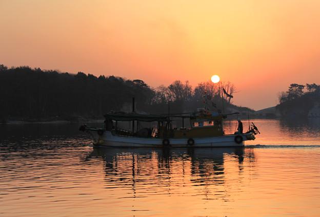 写真: 陽が昇るころ