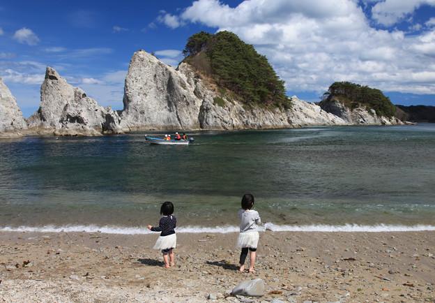 写真: 砂浜で遊ぶ楽しさ