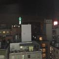写真: ホテルの部屋から通天閣