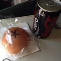 写真: バニラエア 機内販売のクリームパン