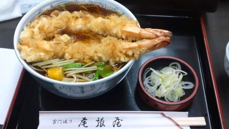 浅草の尾張屋の天ぷらそば。