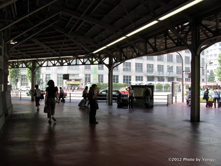 丸の内南口改札口前(2006年)
