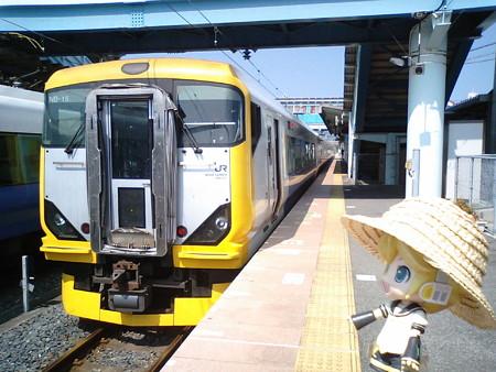 安房鴨川駅に到着。外房線に乗り換えです。 レン:「え、特急に乗る...
