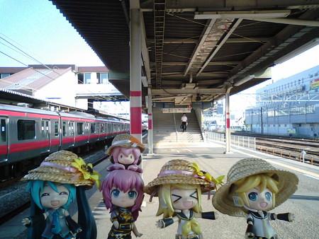 ミク:「蘇我駅に帰ってきました♪」 リン:「1駅間の運賃で大回り...