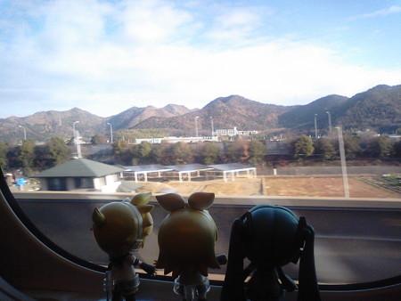 新神戸→岡山間、加古川付近。 リン:「速いぞ速いぞ!! ヅバビュ...