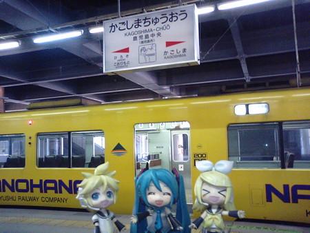 リン:「鹿児島中央駅だゅ!!」 ミク:「ここから日豊本線上りですね...