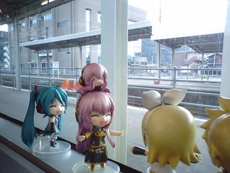 加治木駅に停車。 ルカ:「カジキマグロのふるさとー♪♪」 リン:「...
