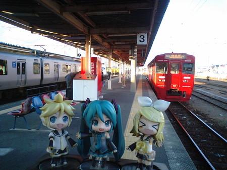 南延岡駅に到着。次の佐伯行きがこの駅始発なので、ここで乗り換えで...