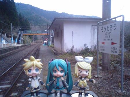 宗太郎駅に3分停車。大分・宮崎県境の駅です。 リン:「宗太郎じい...