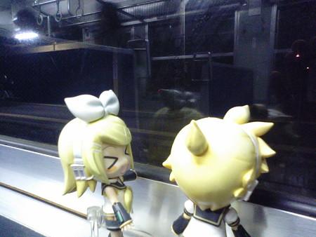 中山香駅に停車。 リン:「あ、中山香ちゃんのふるさと駅♪」 レン:...