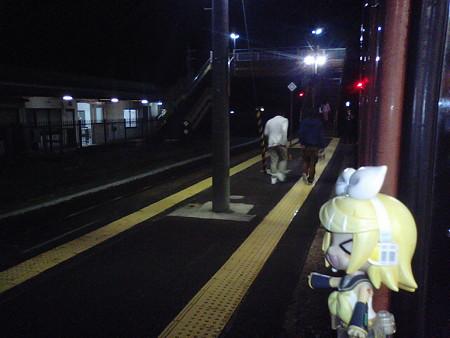 黒井村駅に停車。