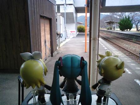 奈古駅に到着。ここから3駅先の須佐駅までは、7月下旬の台風による...