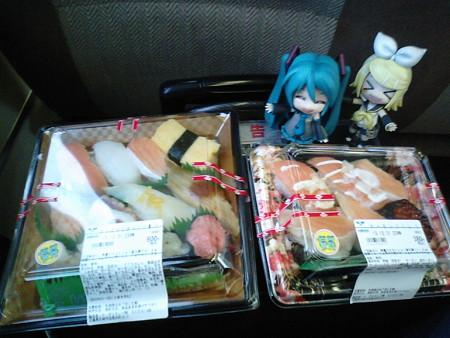 朝ご飯は、福知山駅のコンビニで買った、かっぱ寿司セット♪