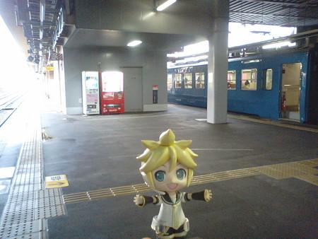 高岡駅に停車、特急待ち8分。氷見線と城端線が分岐する、交通の要衝...