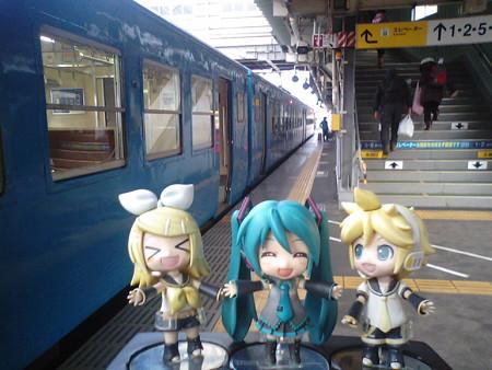 富山駅に到着!! ミク:「お疲れ様です! 次の電車は約1時間後で...