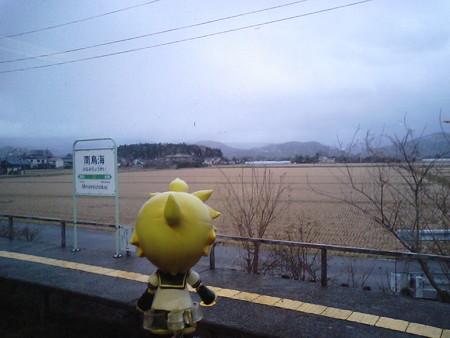 南鳥海駅に停車。 レン:「鳥海山どこだぁーー見えぬぇーーー!!w...