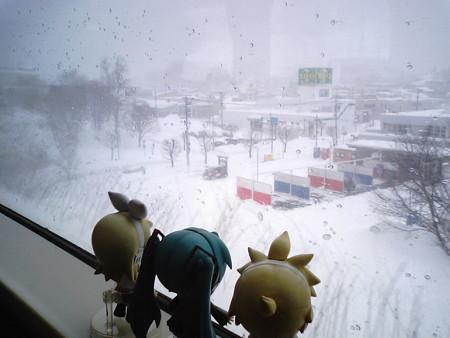 小樽駅を7分遅れて発車しました。小樽→塩谷間。 レン:「早速キツ...