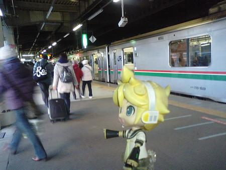 仙台駅に到着、次は福島行き快速に乗り換えます。 レン:「なんか暑...