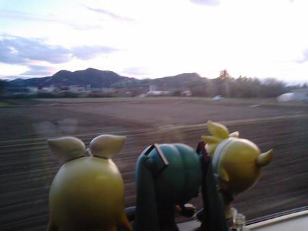 岩沼→槻木間。 ミク:「もうすぐ陽が沈むね……」