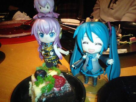 ルカ:「デザートは、プチショートケーキですわ♪」
