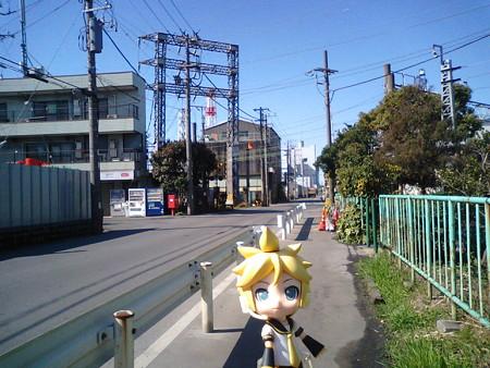 扇町駅はまさに工業地帯のド真ん中にあります。駅前に唯一ある商店は...