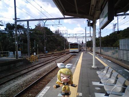 リン:「すぐ浅野駅に到着です。次の海芝浦行きは、約30分待ちでぇす」