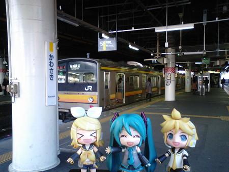 リン:「川崎駅に到着だぉ♪」 ミク:「これから秋葉原に寄ってDIVA修...