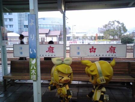 寄居駅に停車。JR八高線と東武東上線はお乗り換え。 リン:「寄居...