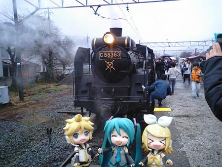 レン:「長瀞駅に到着!」 ミク:「普通電車で1駅戻るんですね」 リ...