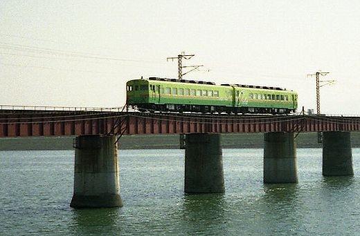 1989宮崎・ジョイフルトレイン大分キハ28-2487とキハ58-190