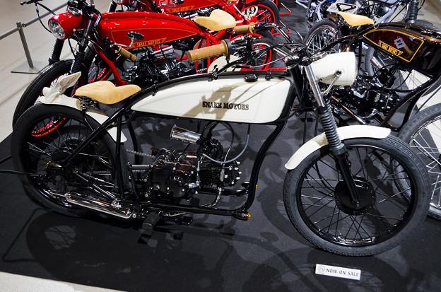 謎の男 #003 SNAKE MOTORS K-16_ホワイト