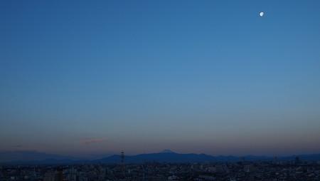 富士と月と朝焼けと