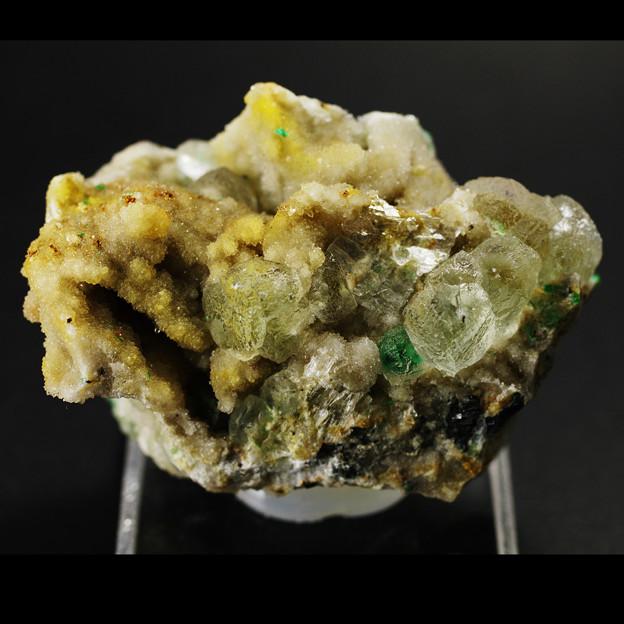 水晶母岩にマラカイト蛍石共生その1