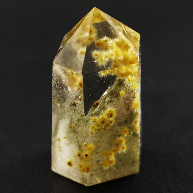 ウニ状ルチル入り水晶その1