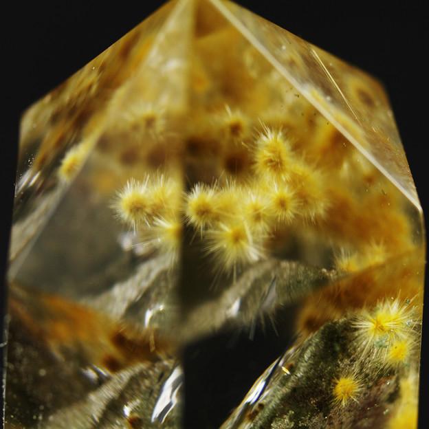 ウニ状ルチル入り水晶その2