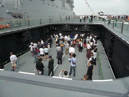 121012-ひゅうが 甲板から船首リフターDN (55)