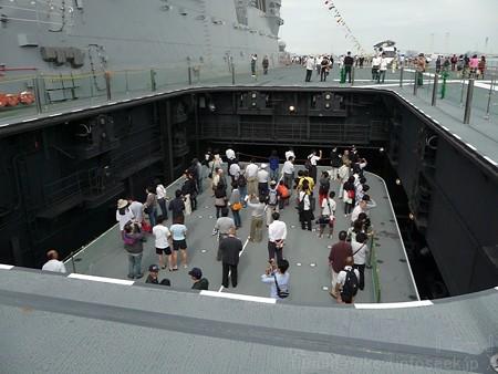 121012-ひゅうが 甲板から船首リフターDN (75)