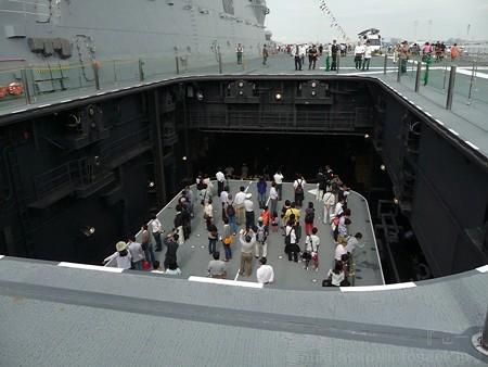 121012-ひゅうが 甲板から船首リフターDN (105)