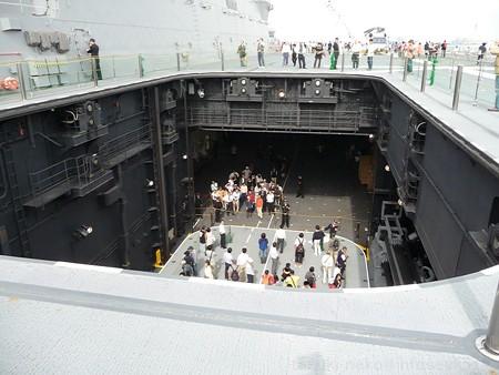 121012-ひゅうが 甲板から船首リフターDN (140)