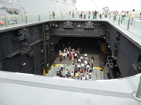 121012-ひゅうが 甲板から船首リフターDN (230)
