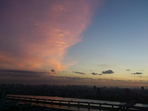 染まる雲と青い空