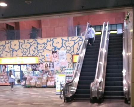 2013年飾り山おすすめ見学ルート03呉服町駅エスカレータ