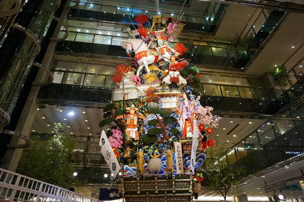 12 博多祇園山笠 2013年 ソラリア 呑取名槍日本号 飾り山笠  写真01