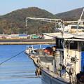 ホタテ漁船と紅葉01-12.10.26