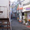写真: 廃墟の裏の歓楽街 (群馬県高崎市)